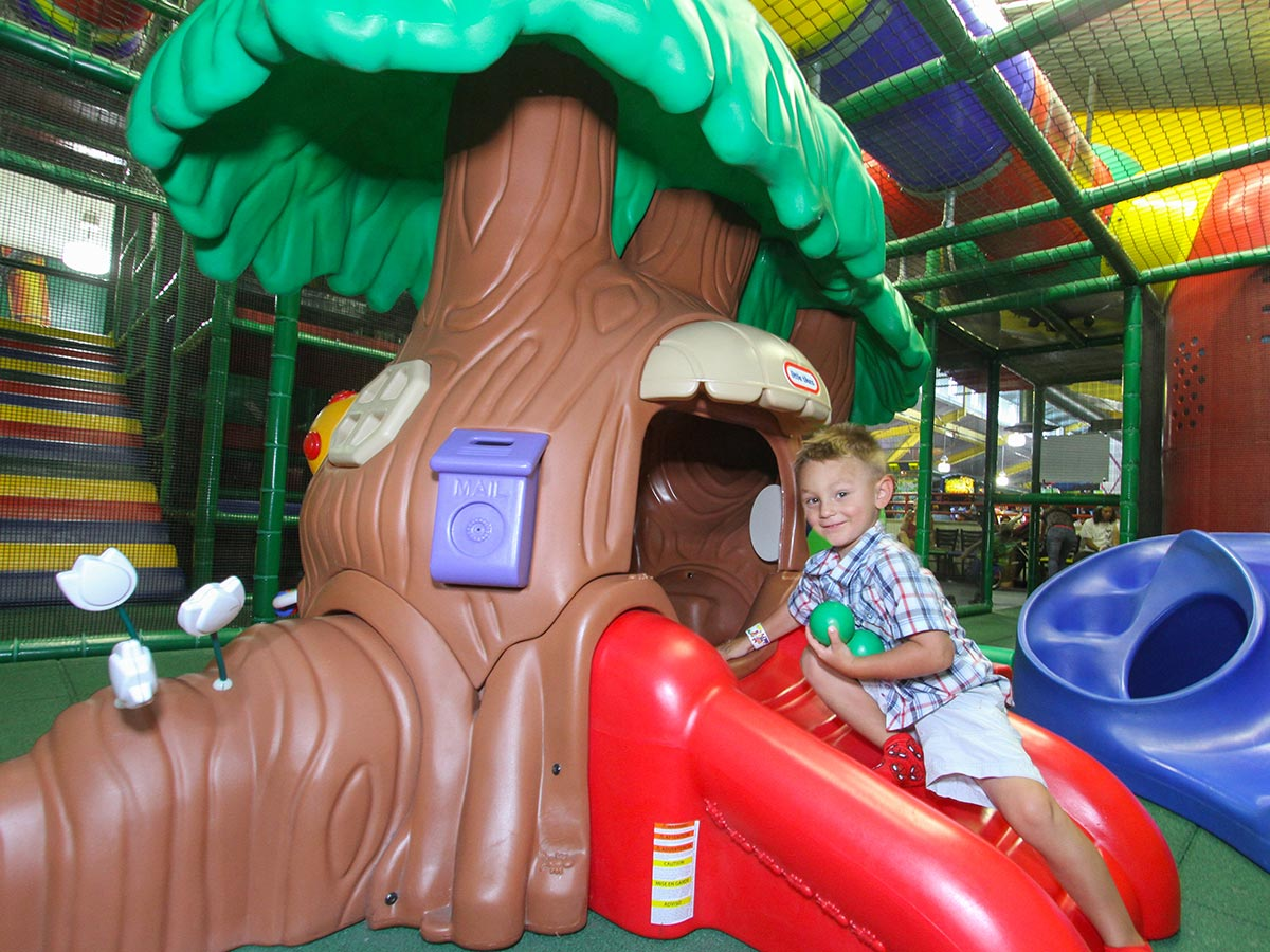Toddler play tree house by Soft Play